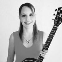 Kerstin Meier, Gitarre, Gitarrenunterricht Musikinstitut Taktstelle Erlangen