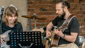 Unterricht für Gitarre, Schlagzeug, Stimmbildung, Gesang, Klavier, Musikalische Früherziehung in Erlangen